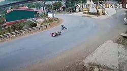 'Khúc cua tử thần' khiến hàng loạt xe máy gặp nạn tại Yên Bái